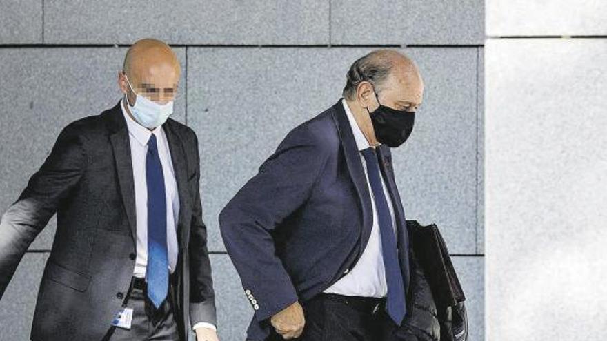 Fernández Díaz desvincula a Rajoy del espionaje a Bárcenas, que dice desconocer