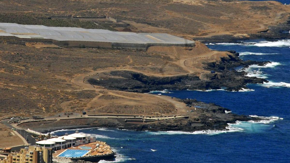 El emisario submarino comarcal se sitúa en esta zona de la costa de Los Silos, entre Sibora y el Charco de la Araña.