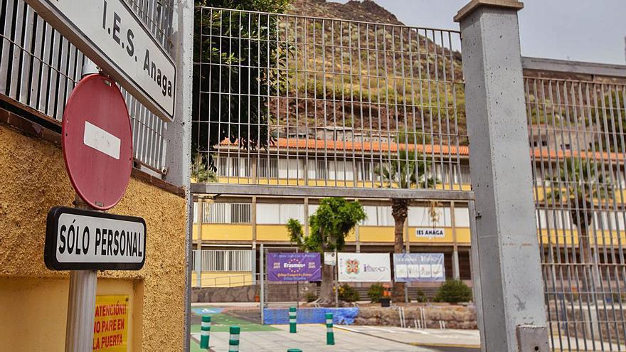 Bermúdez pide explicaciones al Gobierno y al IES Anaga sobre la norma que prohíbe los tops