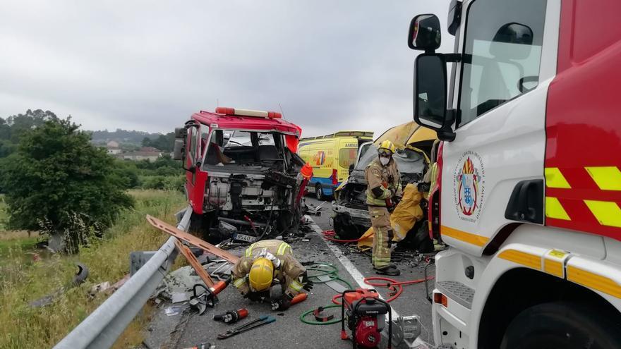 """Así de destrozados quedaron los vehículos del accidente mortal de O Salnés: """"Las causas se están investigando"""""""