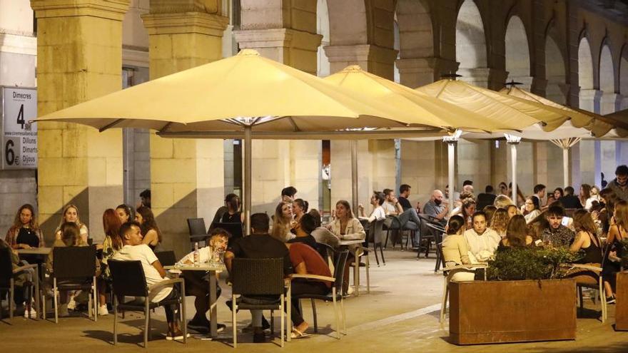El Govern planteja obrir bars i restaurants als vespres d'aquí a 15 dies