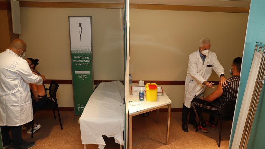 Arranca la vacunación en las sedes de El Corte Inglés en Málaga y Marbella