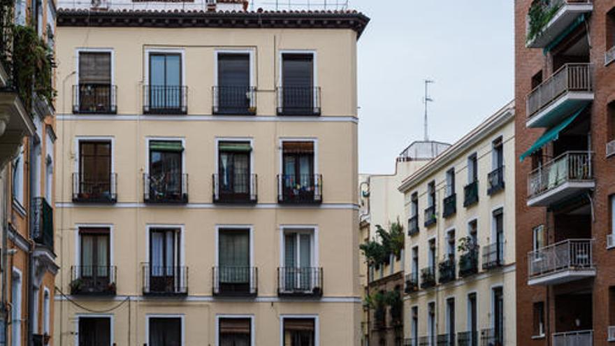 ¿Quieres invertir en vivienda y te interesa comprar un piso en Madrid? Estos son los más económicos
