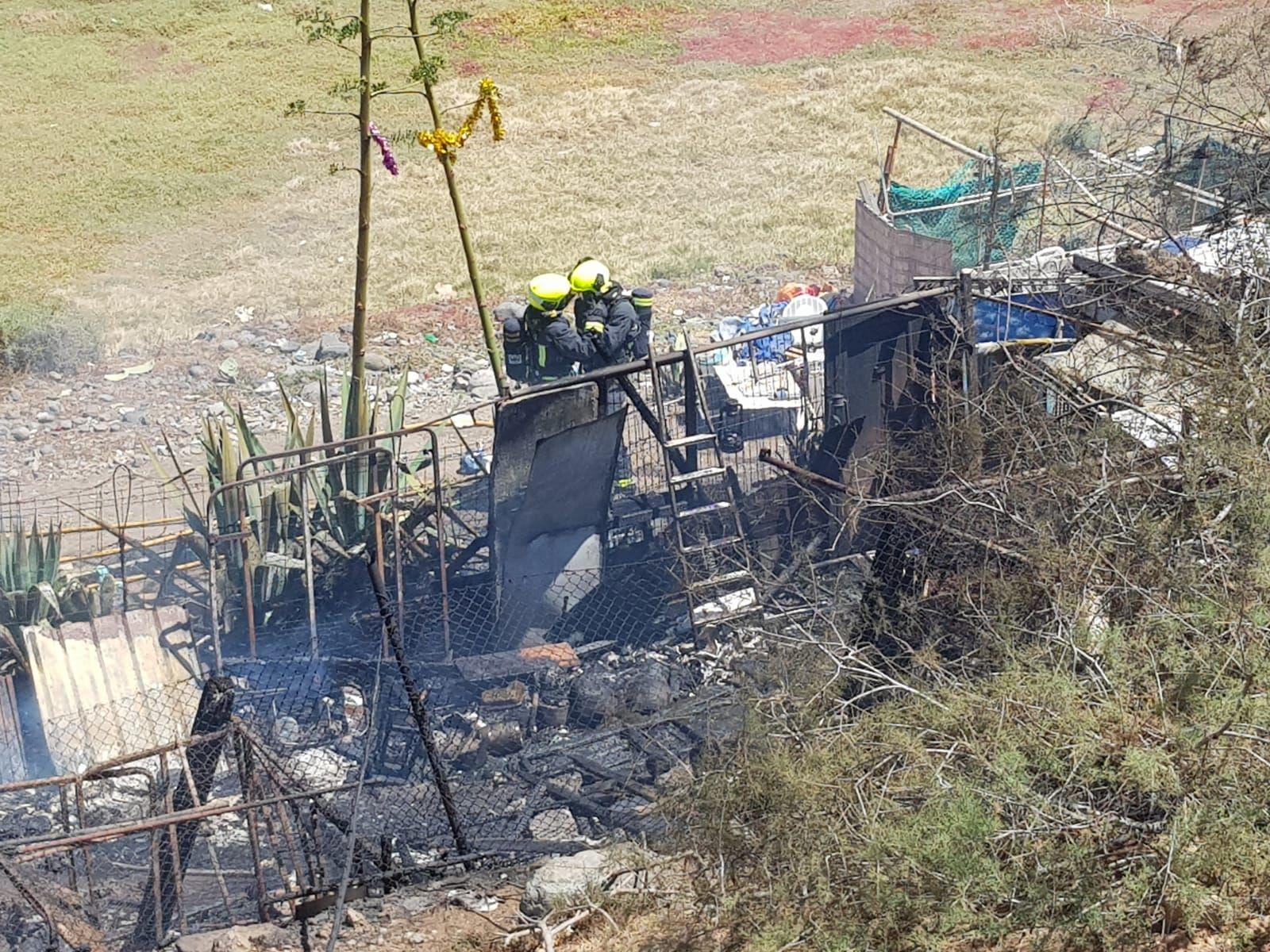 Incendio en una chabola en el Barranco de San Andrés, en Moya.