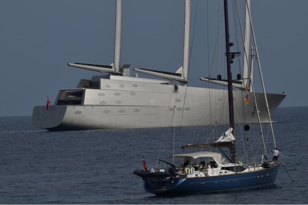 Megayacht A Puerto Portals