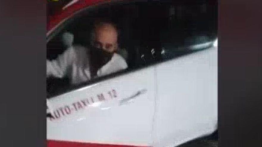 Un taxista tira cinco motos aparcadas y da positivo en Gran Canaria