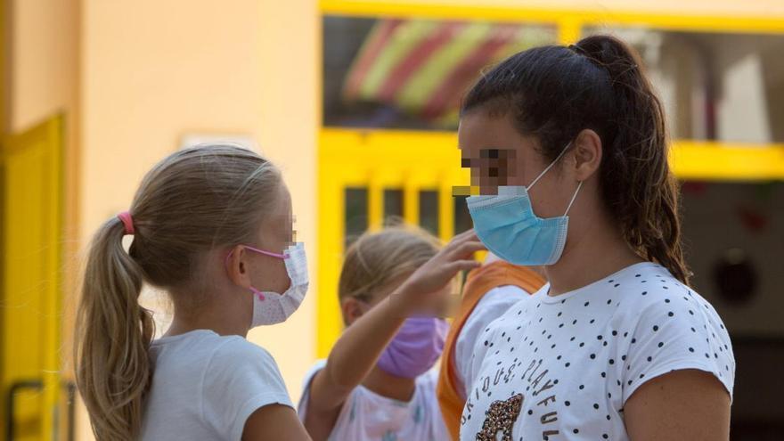 La Generalitat descarta por el momento retirar las mascarillas en los recreos de los centros educativos