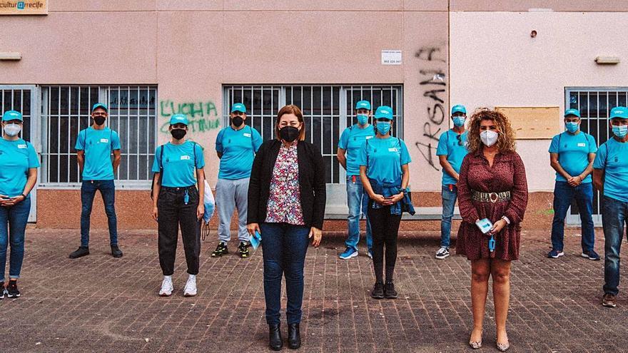 Diez informadores concienciarán en los barrios de Arrecife sobre el virus
