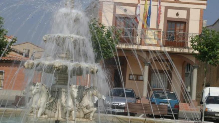 El Ayuntamiento de Moraleja regala calendarios y portamascarillas a sus vecinos