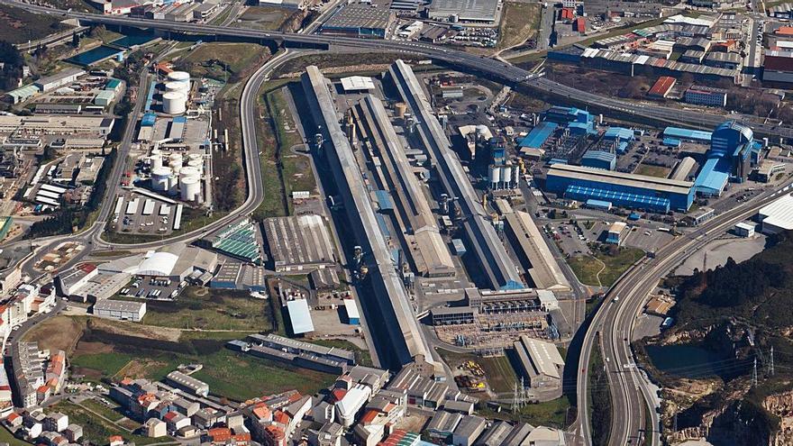 Vista aérea de la ciudad, con el polígono de Agrela en primer plano.    // CARLOS FERNÁNDEZ SOUSA
