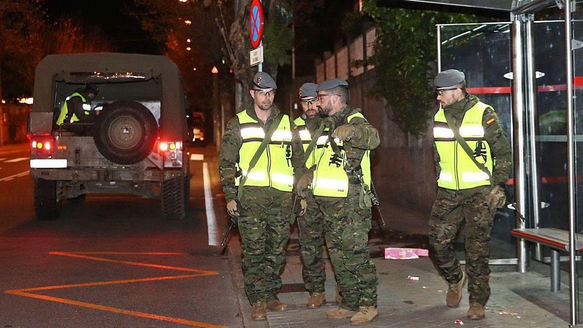 Miembros de la Brilat desplegados en las calles de Vigo durante el estado de alarma.