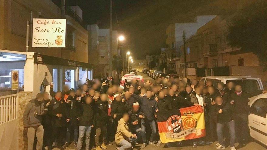 Multitudinaria pelea entre ultras del Mallorca y del Deportivo en las inmediaciones de Son Moix