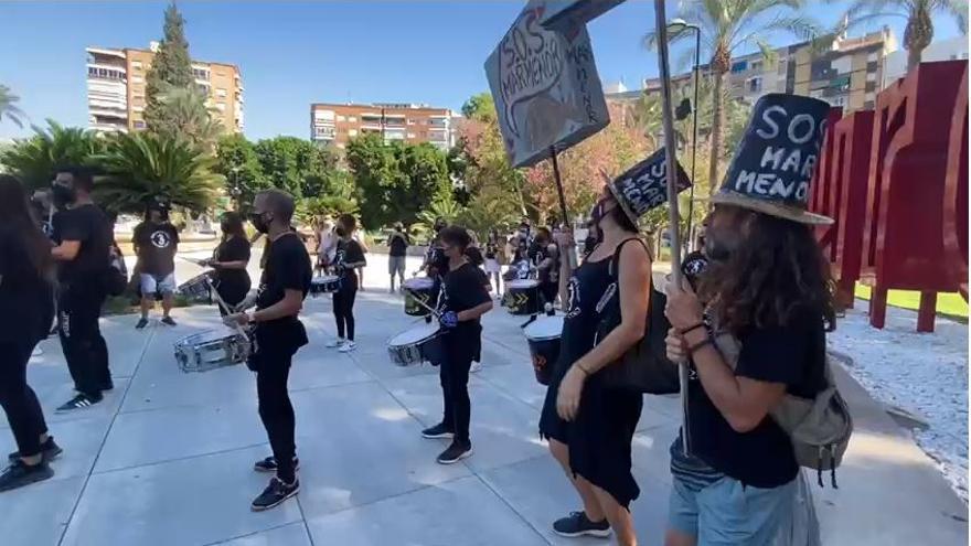 A ritmo de batukada arranca la manifestación por el Mar Menor en Murcia