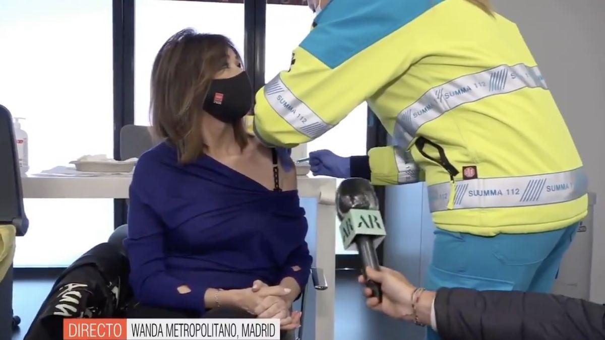 Ana Rosa recibe la vacuna