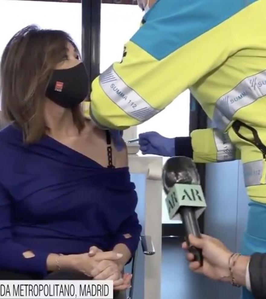 """Ana Rosa retransmite su vacunación con AstraZeneca: """"No tengo ningún miedo"""""""