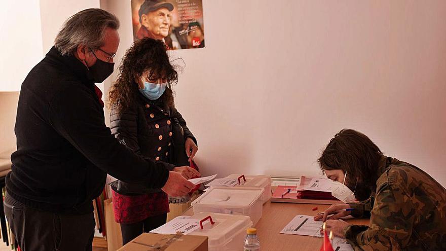 Los miembros de IU Zamora votan en el proceso interno decisivo para su futuro
