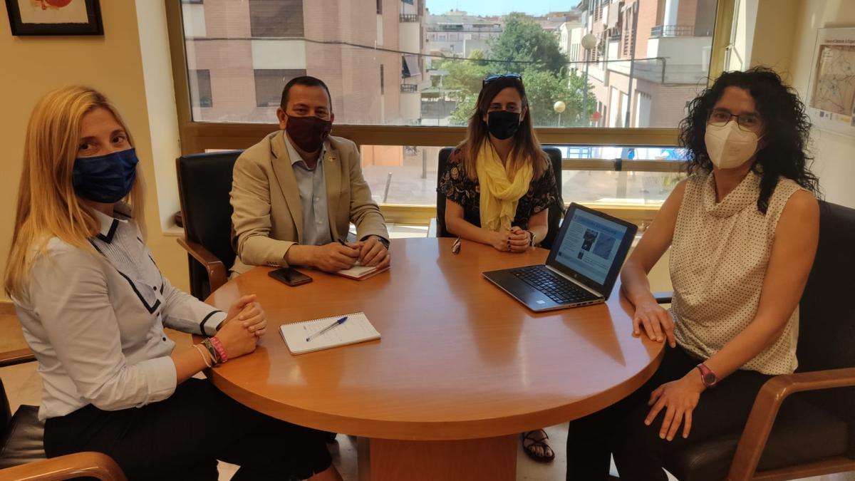 Reunión entre las investigadoras del IGME y el Ayuntamiento de Lorca, recientemente.