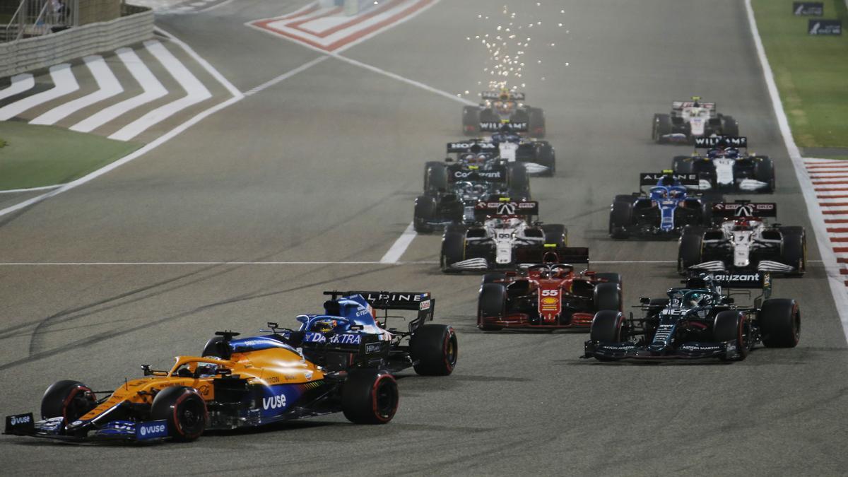 El monoplaza de Fernando Alonso, segundo, durante el GP de Bahréin que se está disputando hoy