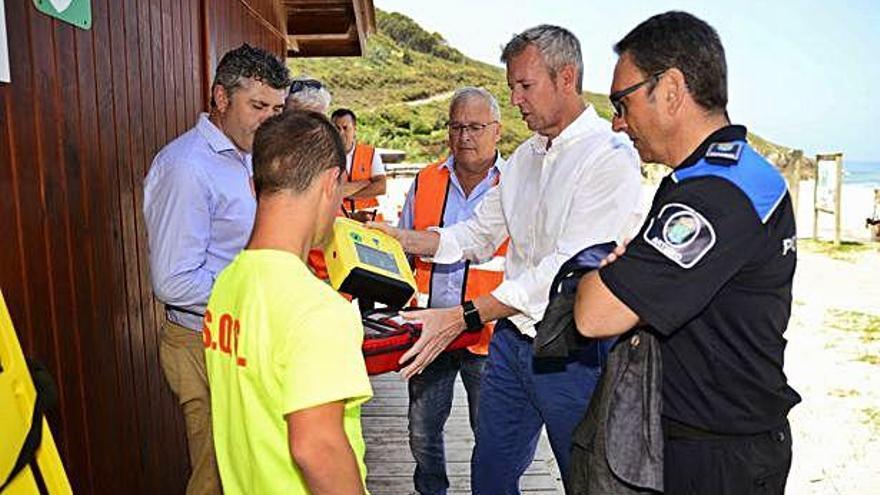La Xunta supervisa un simulacro de un rescate en la playa de Valcovo
