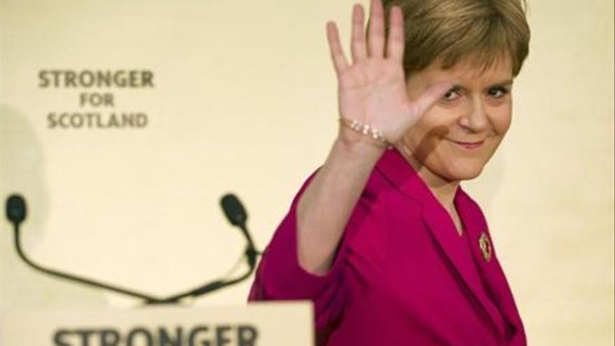 Sturgeon desafía a Johnson y promete un nuevo referéndum antes de 2023