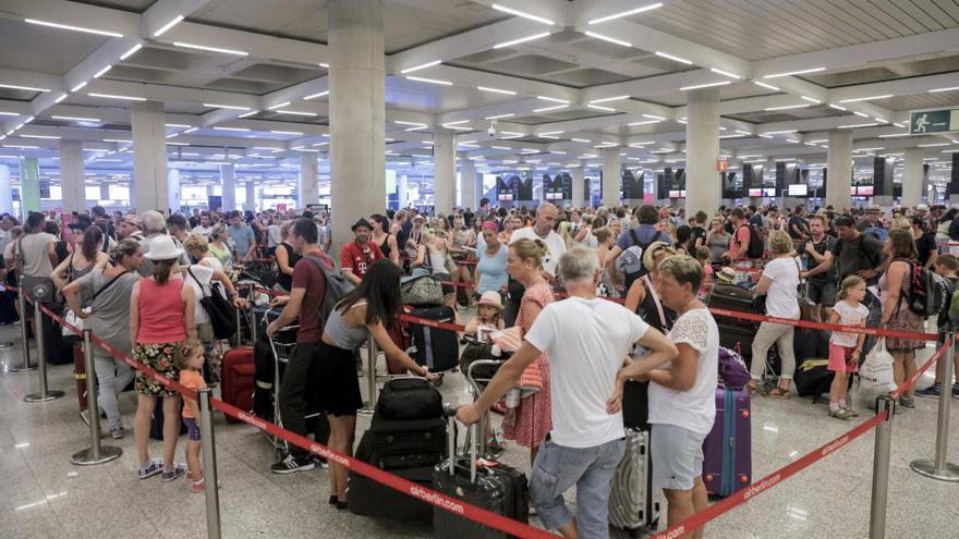 Nuevo golpe al turismo en Mallorca: Lufthansa suspende varios vuelos con Alemania por el coronavirus