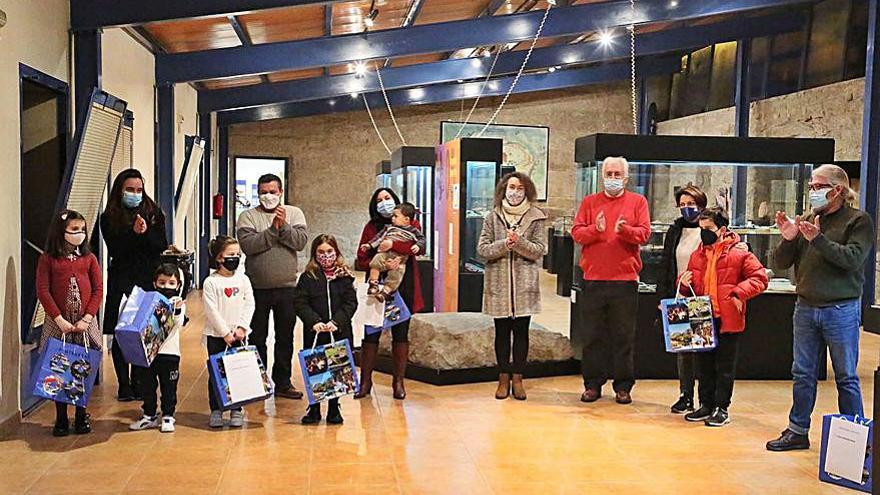 Ponteareas nombra usuarios de honor de la biblioteca municipal a los más lectores de 2020