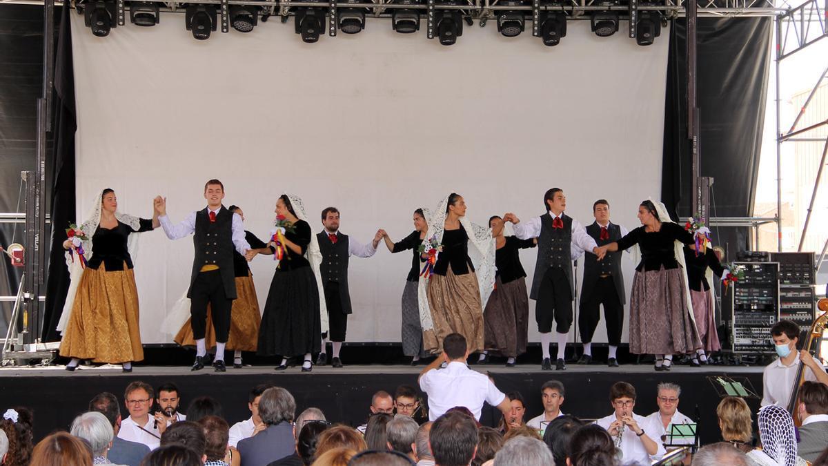 Danses tradicionals esbart Som Riu d'Or