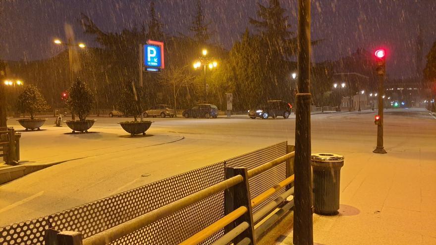 Vídeo: Así fue la nevada que cubrió de blanco las calles de Oviedo