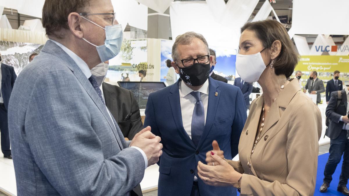 El presidente de la Diputación, José Martí, acompañó al jefe del Consell y la ministra Maroto en la visita al estand de Castellón.