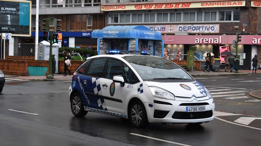 Dos detenidos por agredir a policías locales de A Coruña tras un accidente de tráfico