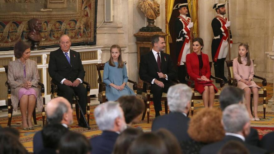 La princesa Leonor recibe el Toisón de Oro de manos de Felipe VI