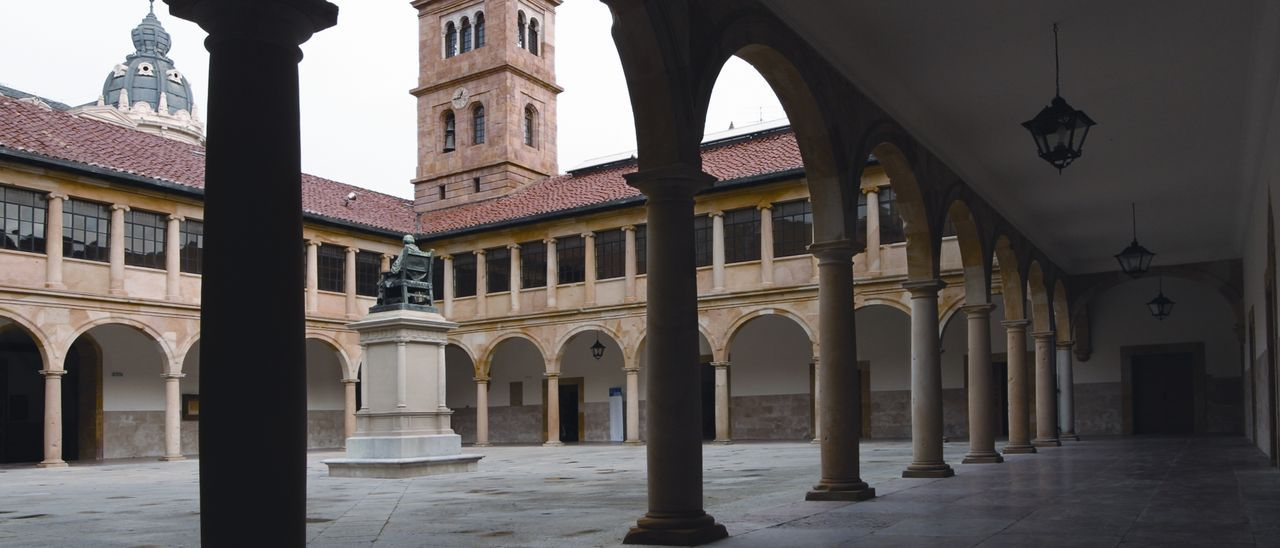 Patio de la  Universidad de Oviedo.
