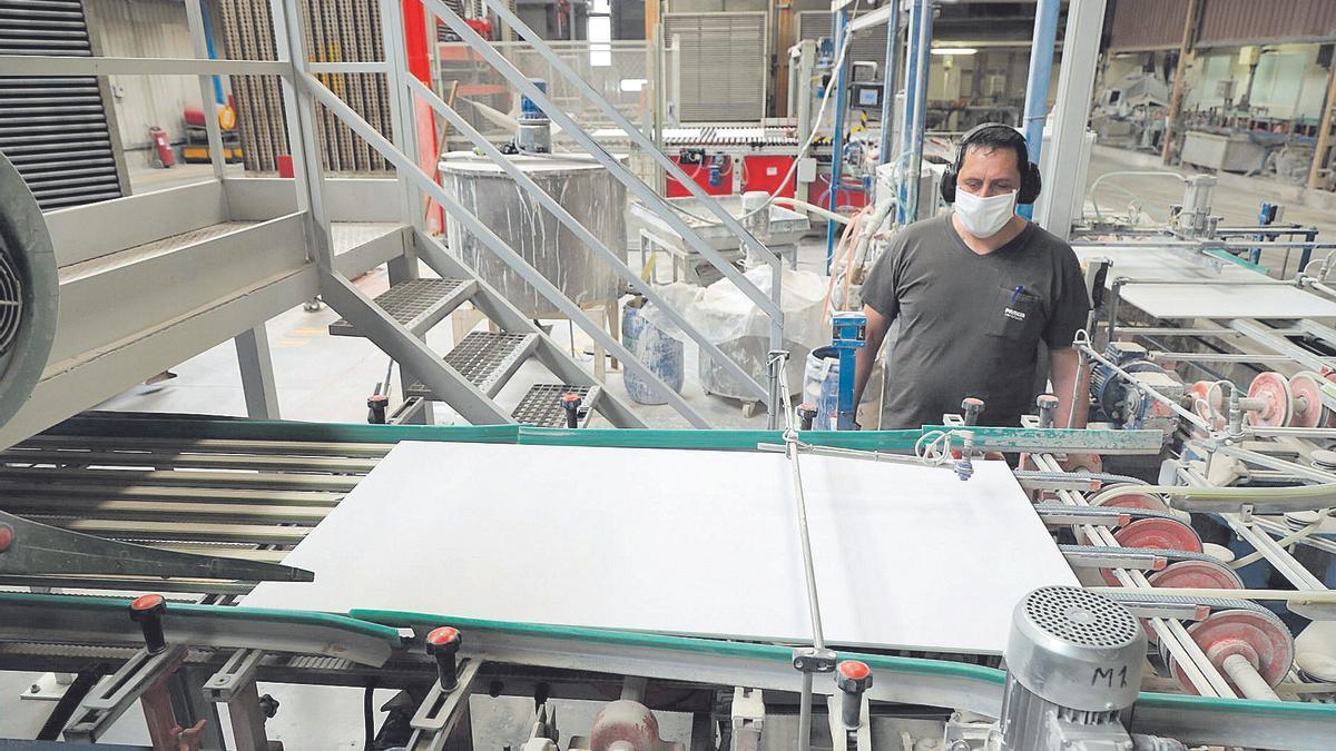 El azulejo supone el 17% del empleo en Castellón
