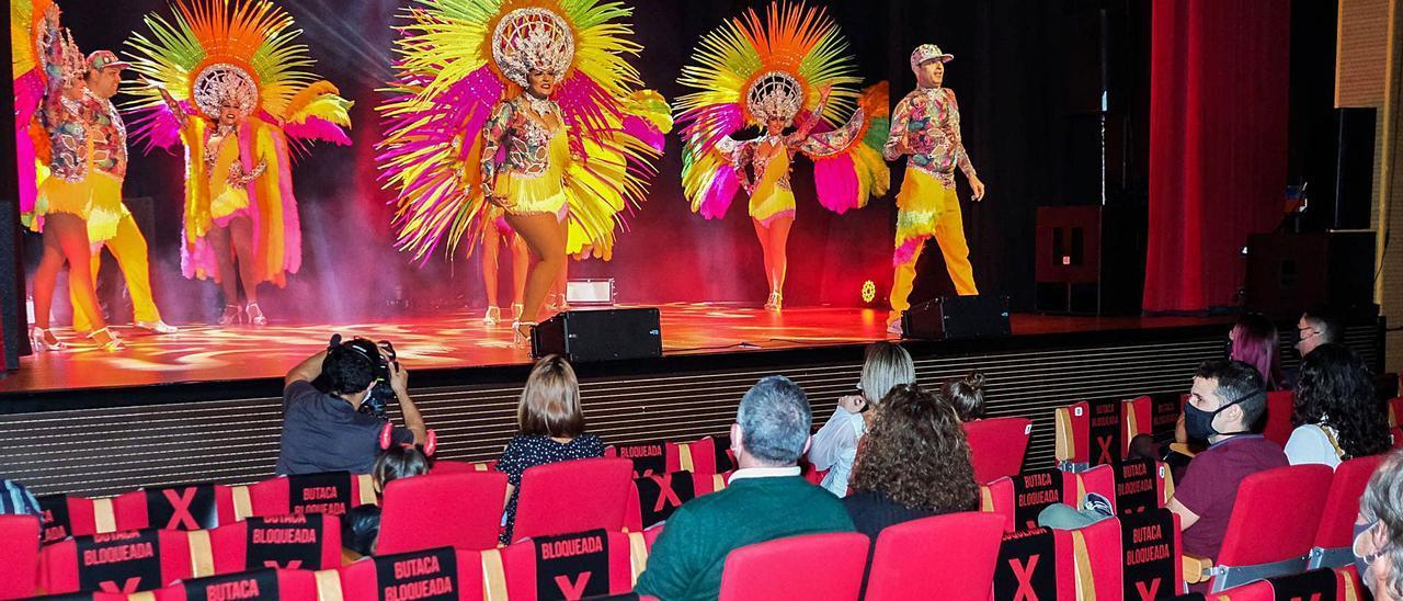 Arucas celebra una gala carnavalera para apoyar a los negocios del sector  | JOSÉ CARLOS GUERRA