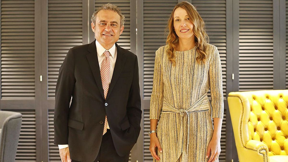 Francesc Bosch i Sandra Masoliver, ahir abans de començar la gala del Fòrum Carlemany.  | ANIOL RESCLOSA