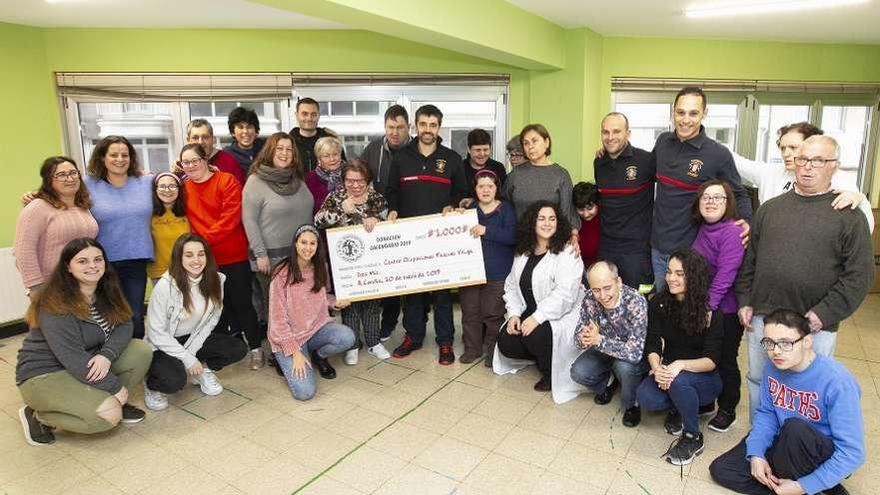 Donativo de bomberos a la entidad Pascual Veiga