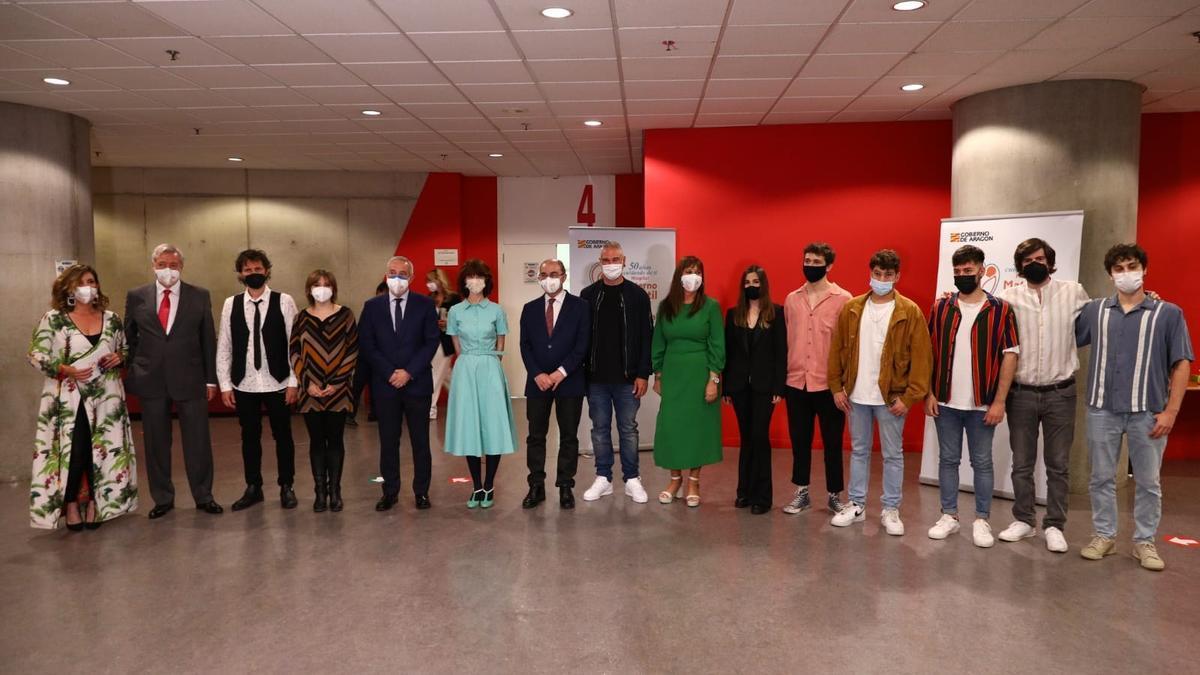 Foto de familia en la gala de aniversario de los 50 años del hospital Materno-Infantil de Zaragoza.