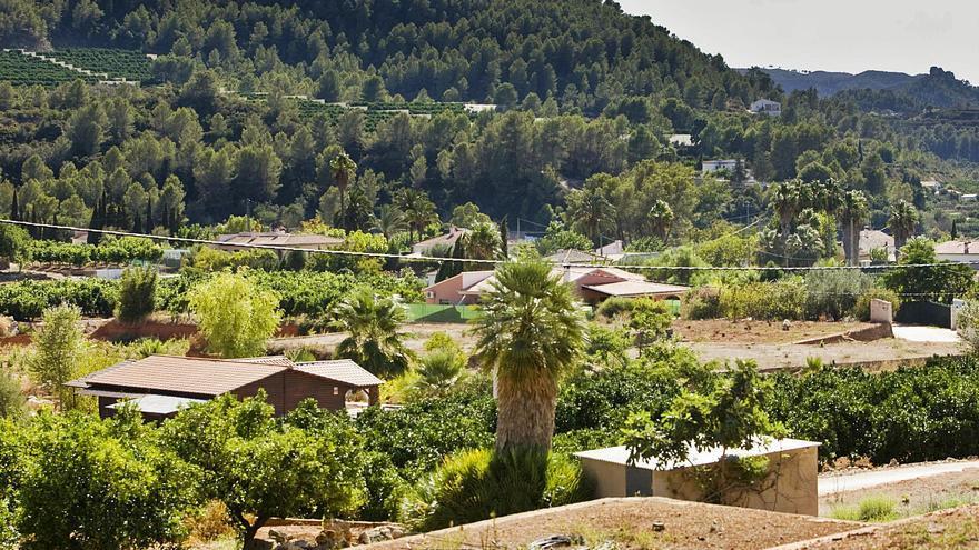 """El Consell promete retomar los planes para """"legalizar"""" miles de viviendas ilegales en la Safor"""