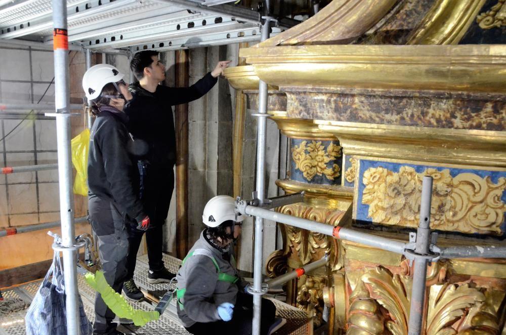 Els treballs de restauració del retaule major del Santuari del Miracle de Riner