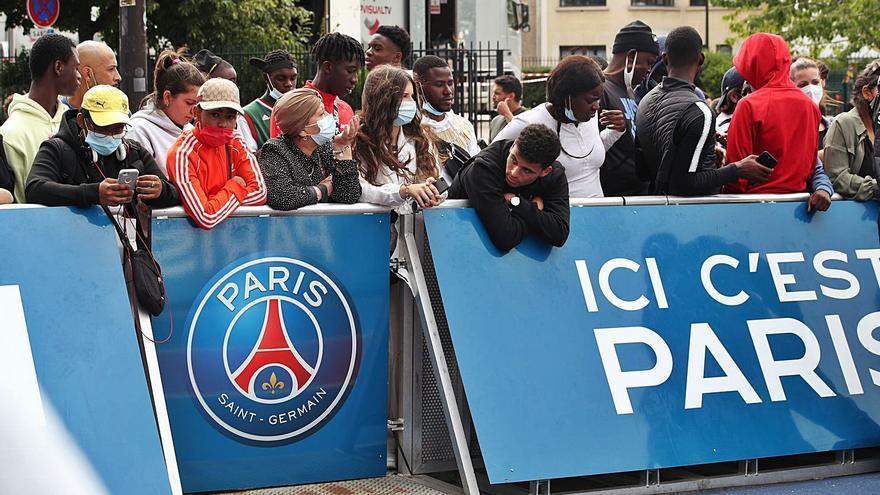 El sou, els drets d'imatge i el pols Adidas-Nike dilaten l'arribada de Messi al PSG