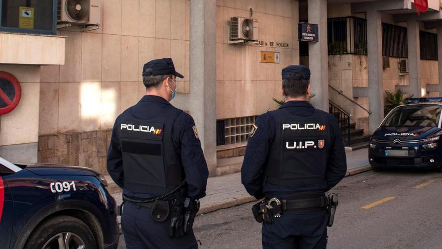 El juez no descarta nuevos cargos para los dos policías de Linares