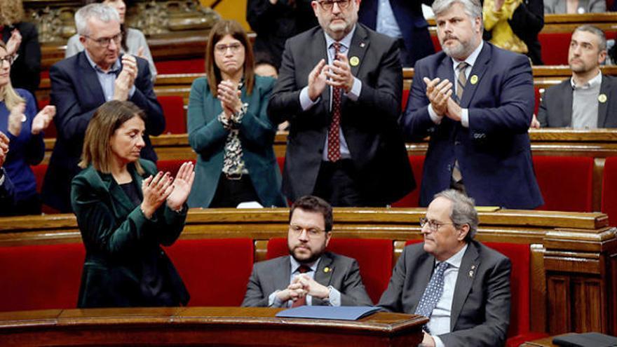 La Mesa del Parlament avala la retirada del escaño a Torra