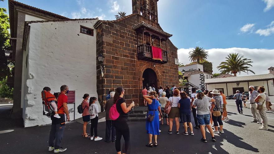 Los peregrinos cumplen con la Patrona palmera