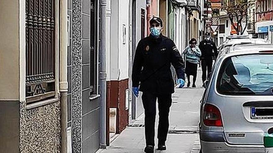 La Policía Nacional localiza en Castelló a una mujer con alzheimer que salió de casa mientras su cuidador hacía la compra