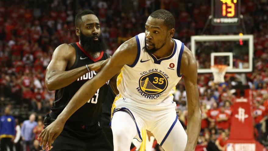 Los Warriors golpean primero a los Rockets