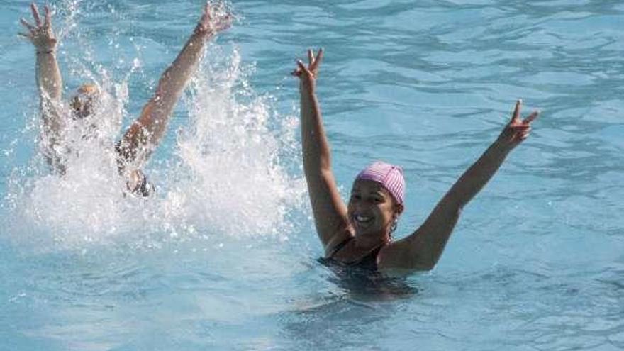 Las piscinas de la ciudad abren hoy con límite de aforo y sin mascarilla