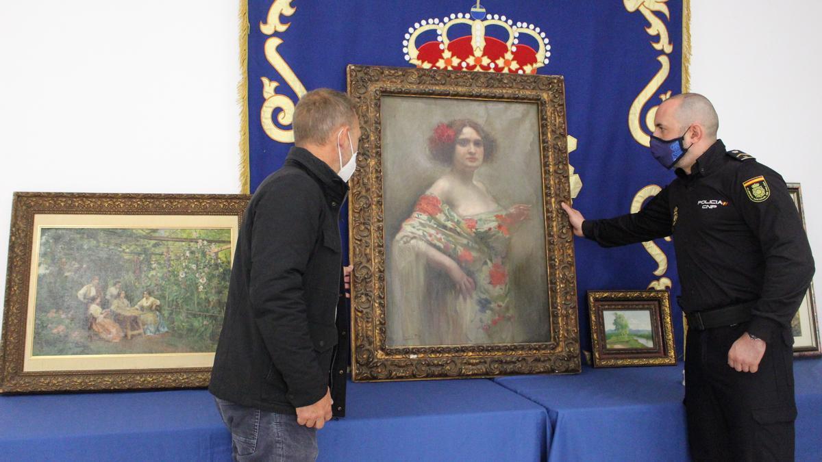 """La Policía  devuelve el cuadro """"La Manola"""" del pintor Cecilio Pla, una de las obras robadas"""