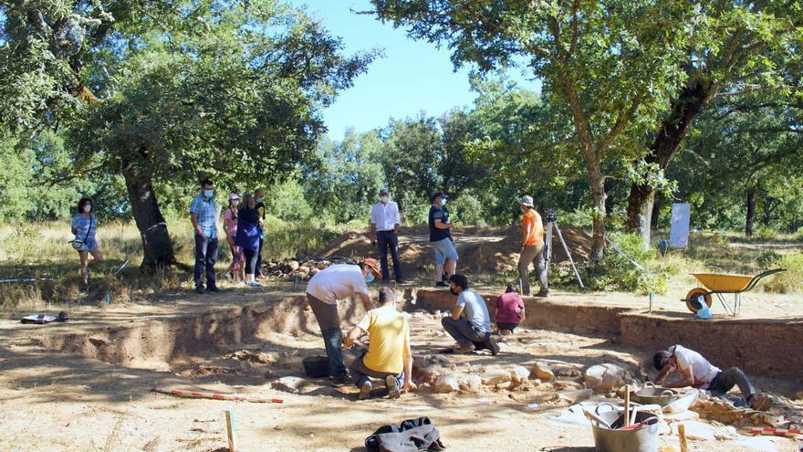 Éxito en el primer día de las excavaciones arqueológicas del castro de Rabanales