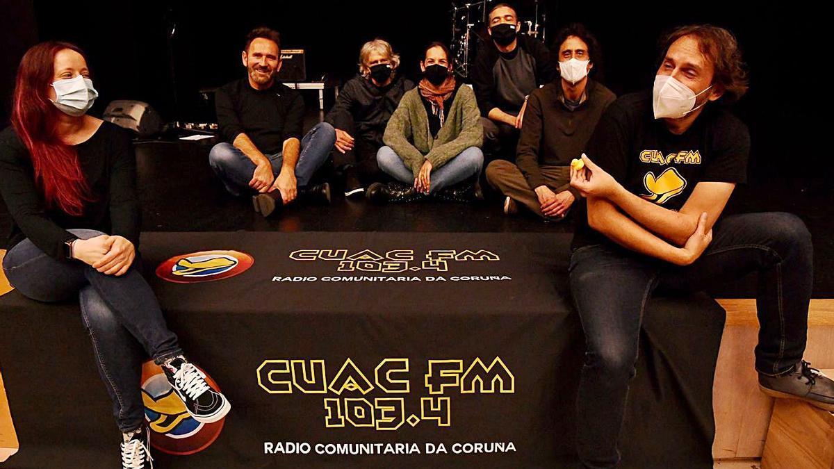 Miembros de Cuac FM, ayer antes del concierto organizado en el Centro Ágora.