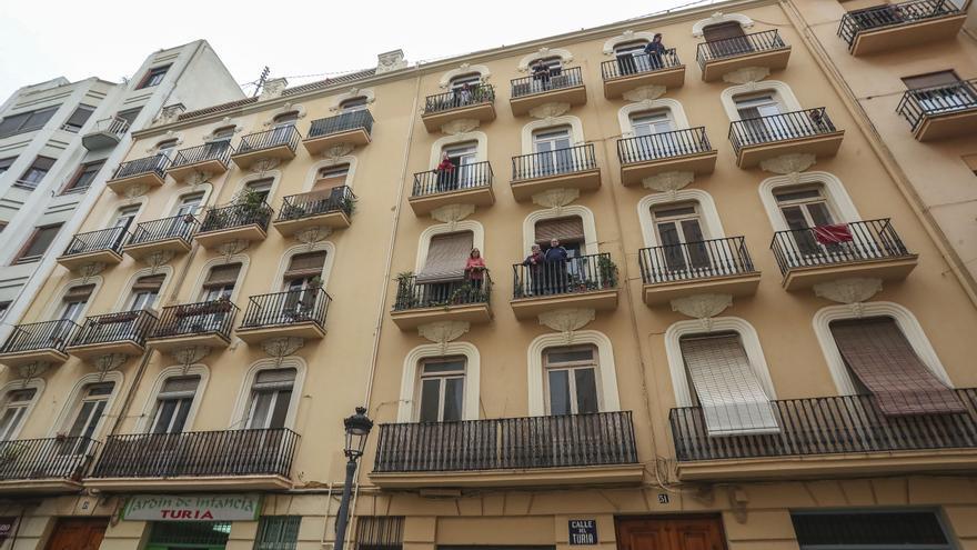 Protesta contra la expulsión de 16 familias del centro para construir apartamentos turísticos